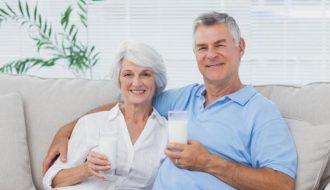 Bí quyết pha sữa cho người cao tuổi giữ lại toàn bộ dinh dưỡng tốt sức khỏe ?