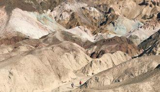 Kinh ngạc phát hiện nhóm sinh vật hàng tỉ tuổi trong lòng Thung Lũng Chết